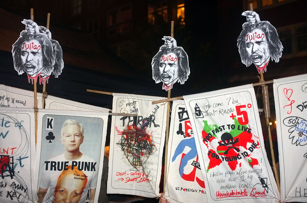 ASSANGE-BANNERS